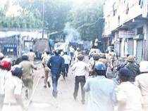 """The paper maintains that while the Hindu-Muslim riots are electorally costly for the Congress, these riots in effect strengthen the""""ethno-religiousparties."""