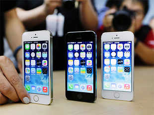 Apple's market share reached 25.4 percent in the November-January period, up from 20.9 percent a year earlier.