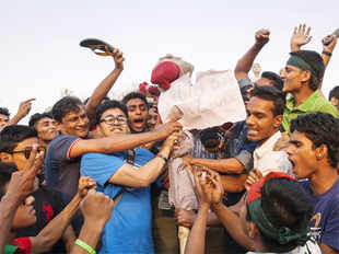 Most Bangladeshi newspapers carried comments of cricket connoisseurscriticisingthe umpiring in the Bangladesh-India match to justify the protests.