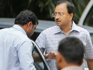 satyam scandal as indias largest corporate fraud An indian software pioneer and nine others have been sentenced to seven years in jail over what's been dubbed india's biggest corporate scandal in memory.