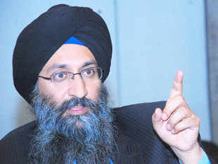 """""""Our target is to bring a smartphone under Rs 1,000. The new smartphone will be a Linux variant and consumers can get 12 months free Internet browsing,"""" Suneet Singh Tuli, chief executive officer of Canada-based DataWind, told ET."""