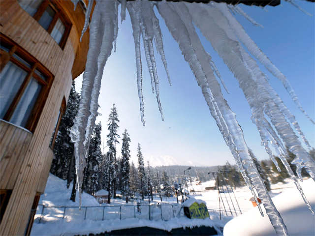 essay on gulmarg Snow covered gulmarg on monday 11 december 2017 photo by bilal  bahadur authorities at gulmarg ski resort said that with the fresh snowfall, a  good number of tourists were seen  august 15: a photo essay.