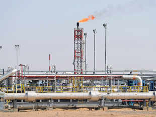India shipped in 208,300 bpd of oil and condensate in calendar 2015 compared with 276,800 bpd in 2014, the data showed.
