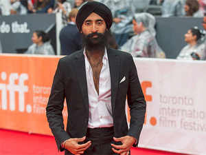 Turban row: Sikh actor Waris Ahluwalia satisfied with Mexican airline apology