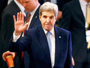 US Secretary of State John Kerry said that sanctions against Russia will continue until it implements all aspects of the Ukraine peace agreement reached in Minsk last year.