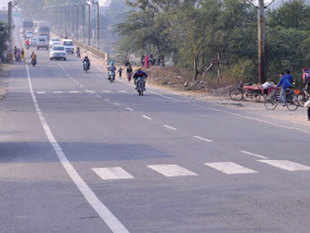 The government cleared eight highway projects worth Rs 6,000 crore. The total length of the projects is around 350 km.