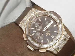Chief Minister Siddaramaiah, wearing the supposedly valued Rs 70,000,00 Hublot brand watch.