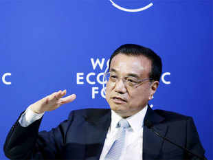 Chinese Premier Li Keqiang said that the world's second-largest economy has the confidence to handle the complex economic situation at home and abroad.