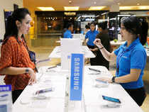 US appeals court on Friday handed Samsung a win over Apple in a long-running patent fight, overriding a jury verdict ordering it to pay $119.6 million to the iPhone maker.