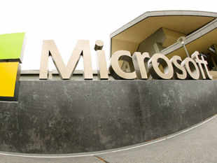 Microsoft Corp executives are in early talks with potential Yahoo Inc investors about contributing to financing to buy the troubled Internet company.
