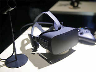 Virtual reality company Oculus started shipping its highly awaited Rift headsets from Monday.