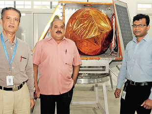 From right) Rahul Narayan, CEO, Axiom Research Labs with NS Hegde, project leader, and NC Bhat, mechanisms and structures advisor. Hegde and Bhat are former ISRO engineers.