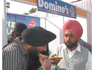 Consumers  tightfisted, fast food companies try out discount recipe - Economic Times