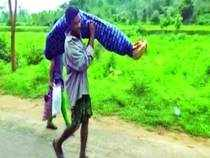 The video of a man forced to carry his wife's body for 10 kilometers, only accompanied by his teenage daughter, recorded by a journalist of Odisha (TV) shocked the world