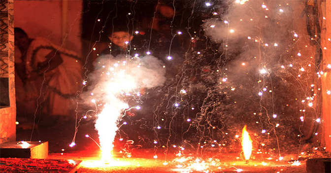 Supreme Court bans firecrackers in Delhi for now