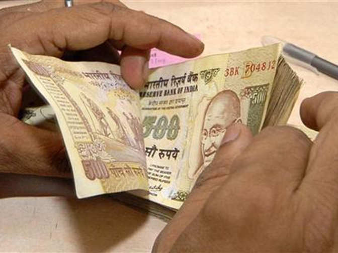 Demonetisation: Retailers at popular shopping hubs still accepting old currency