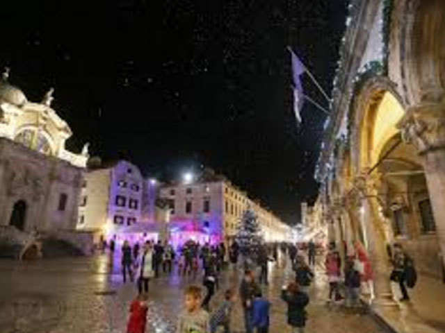 Take a stroll at the Christmas market & end the year on a high at Dubrovnik, Croatia
