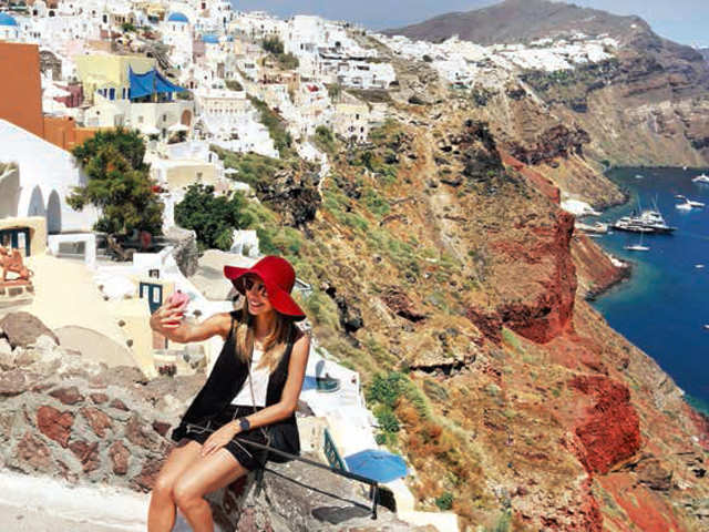 A tour of Santorini and Caldera is ideal for explorers