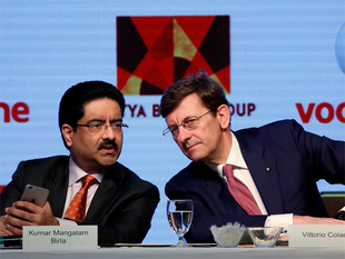 Kumar Mangalam Birla, chairman of Aditya Birla Group, with Vittorio Colao, CEO of Vodafone Group, at a news conference in Mumbai.