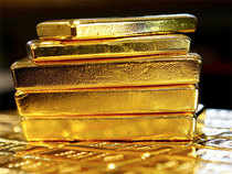 Gold prices edged higher early Friday and were on track for their biggest weekly gain since mid-April.