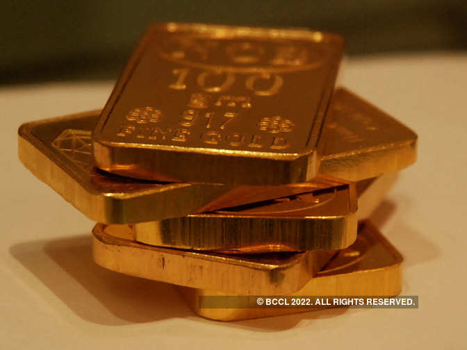 Gold steady as dollar slips on Fed minutes
