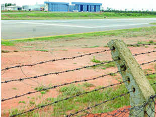 The airfield in Hosur is run by Taneja Aerospace and Aviation Ltd (TAAL); (inset) an Airbus 320 of Vistara near the hangar and chartered aircraft.
