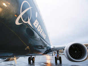 Boeing is set to receive orders and commitments worth roughly $ 30 billion for the stretched Max 10 upgrade of the 737 workhorses