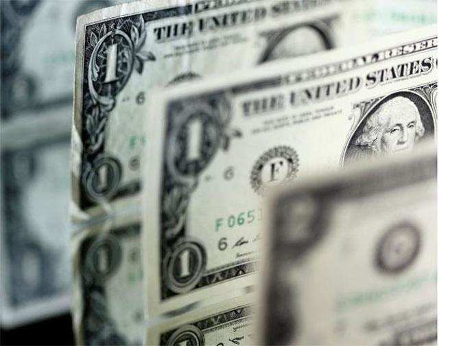 Dollar drifts as US yields stay low, rate hike expectations ebb