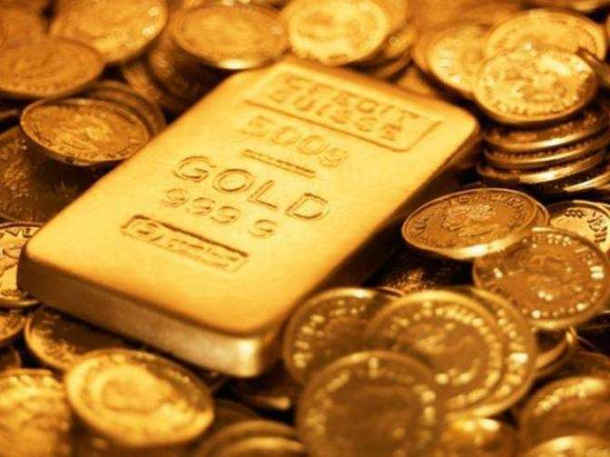 Gold steady ahead of US data this week, weaker dollar supports