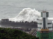 China's national observatory today renewed a blue alert for typhoon Talas, which is expected to hit Hainan province and Beibu Gulf.
