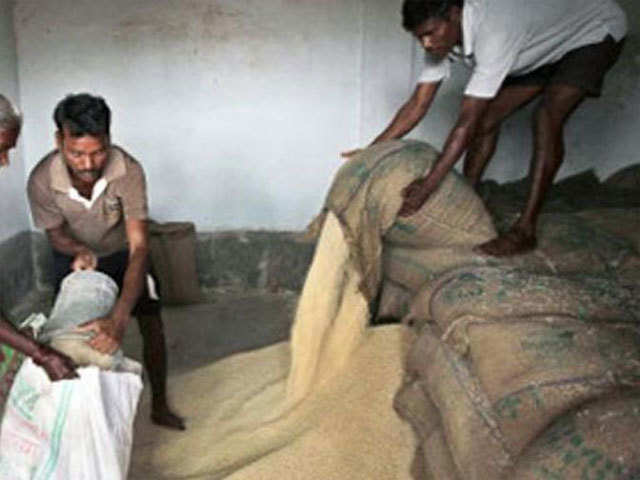 Army officer's legal notice to Centre over free ration