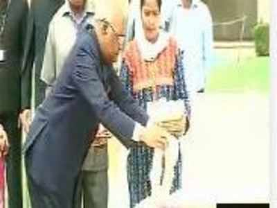 Ram Nath Kovind pays tribute at Rajghat, to take oath as 14th President today