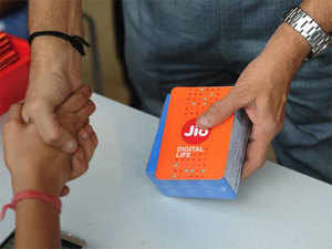 Reliance Jio offers 100 per cent cashback on Rs 399 recharge this Diwali; new telecom tariff war begins | The Economic Times