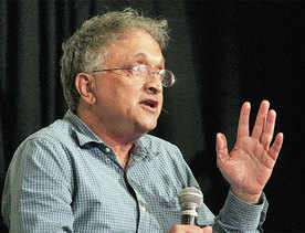 Rahul should forget politics, get married: Guha