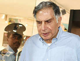 Tata steers ahead, Mistry keeps cards close to chest