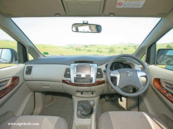 Nissan Evalia vs Toyota Innova dashboard Innova
