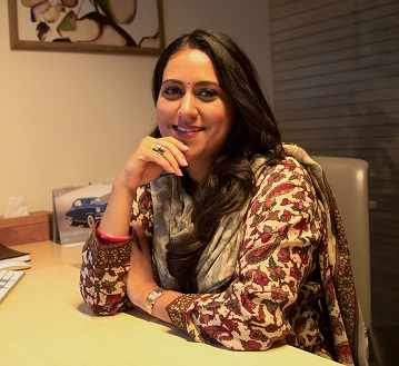 The Woman of Many Parts, Anjali Singh's a Confident Driver