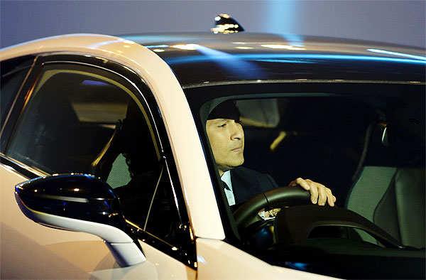 Fast & Furious: Sachin Tendulkar finds the BMW i8 flamboyant