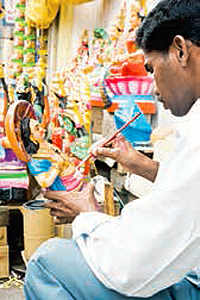 Travel to Kochi and shop for traditional handicrafts!