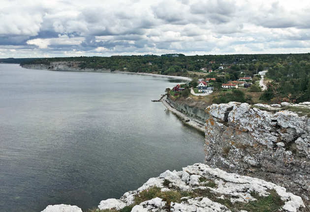 Limestone cliffs and the sea on the southwest coast of Gotland. (Picture by: Bhavna Satyanarayan)