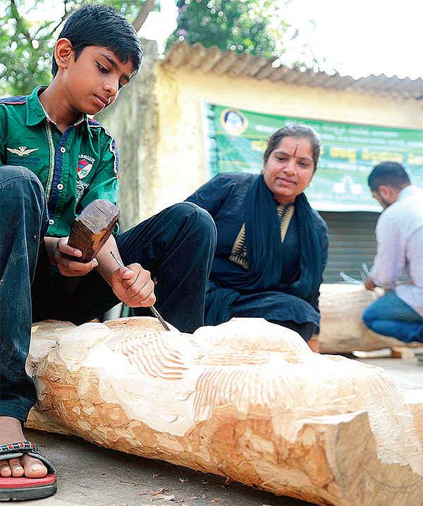 Artists resurrect dead wood in Bengaluru's Cubbon Park as sculptures