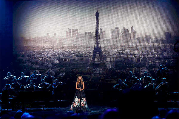 Celine Dion pays tribute to Paris victims at American Music Awards