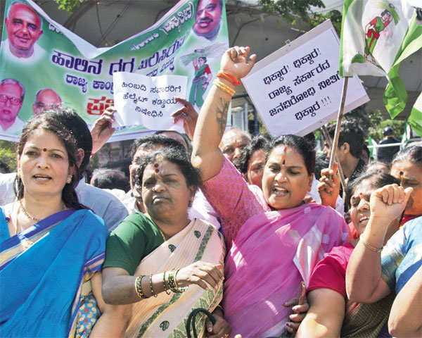 Neither farmers, nor consumers happy with loss-making Karnataka Cooperative Milk Producers Federation