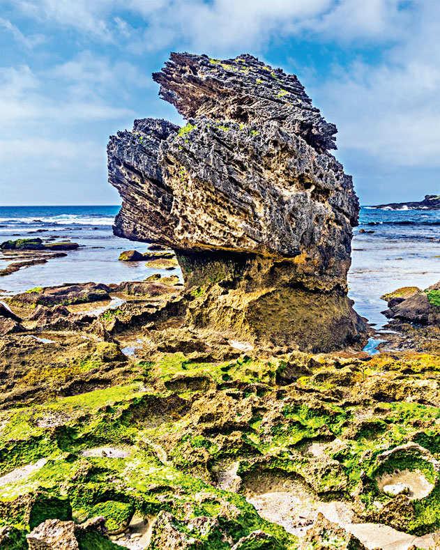 Rocks on Kangaroo Island in Australia are a geographical freak show