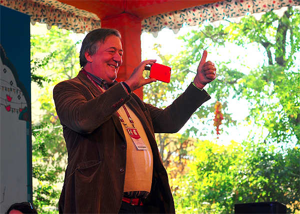 Jaipur Lit Fest: Seeing Oscar Wilde through the eyes of Stephen Fry