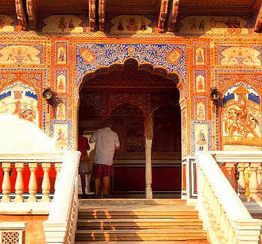 Wondering what to do on a long weekend? Discover history & heritage in Belur, Karnataka or Mandawa, Rajasthan