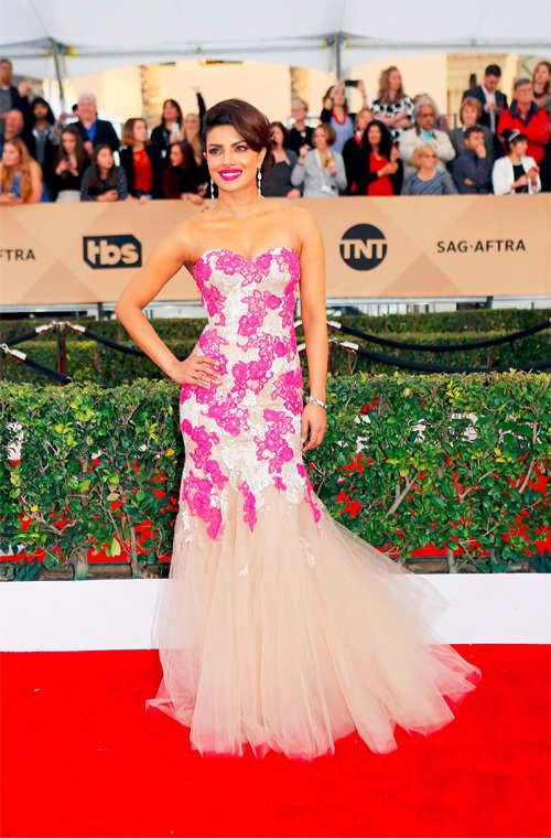 Priyanka Chopra stuns in a Monique Lhuillier gown at SAG Awards