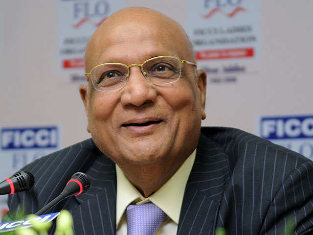 Lord Swraj Paul meets PM Narendra Modi; welcomes decision on NRI investments thumbnail