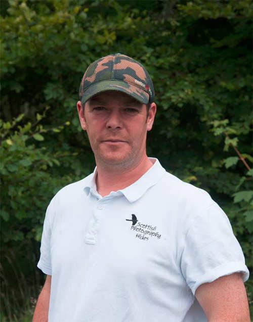 After 6 years & 7,20,000 attempts, wildlife photographer Alan McFadyen got the perfect kingfisher shot!