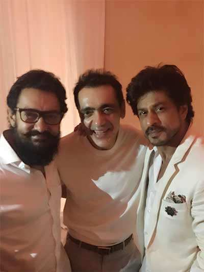 Finally! This is Shah Rukh and Aamir Khan's first picture together in 25 years